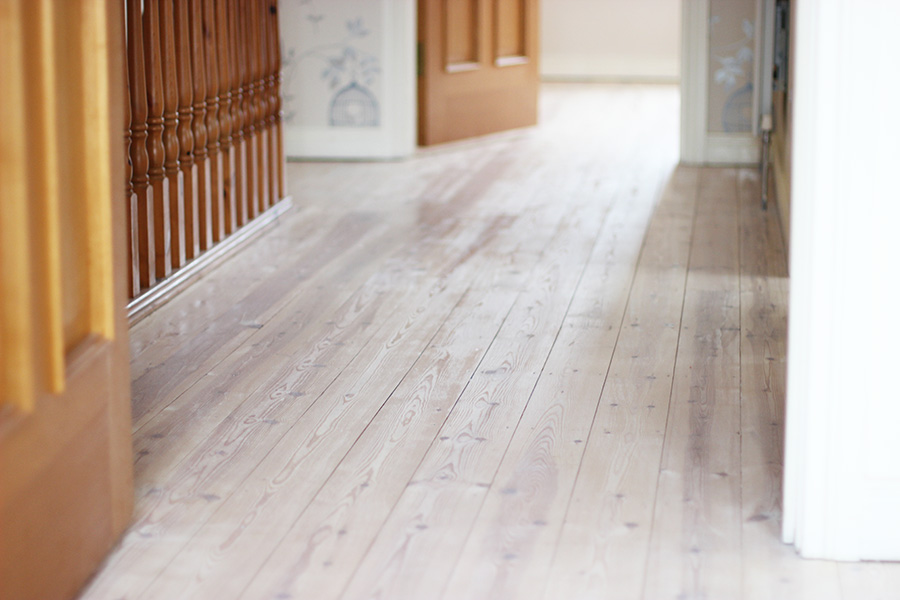 how to stain and varnish wooden floors woodworking plans. Black Bedroom Furniture Sets. Home Design Ideas