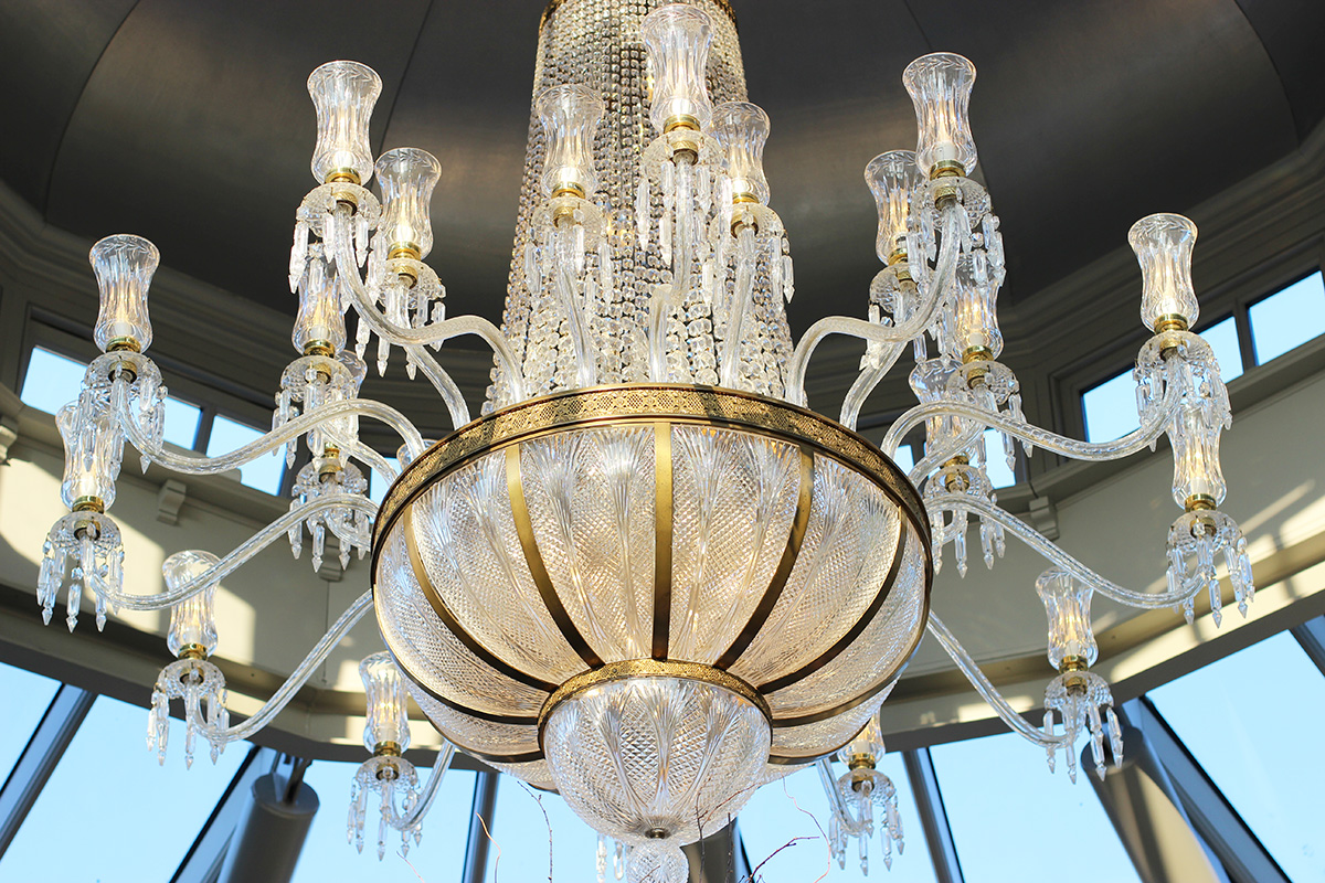 galgorm-resort-and-spa,-river-room-restaurant-chandelier